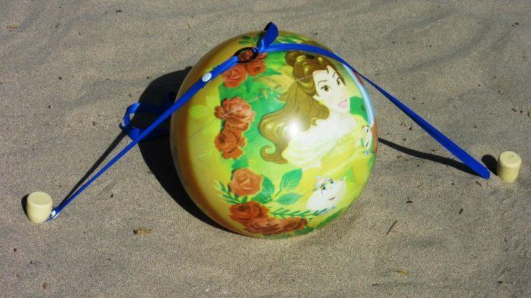 Stopenvol immobilise un ballon sur la plage