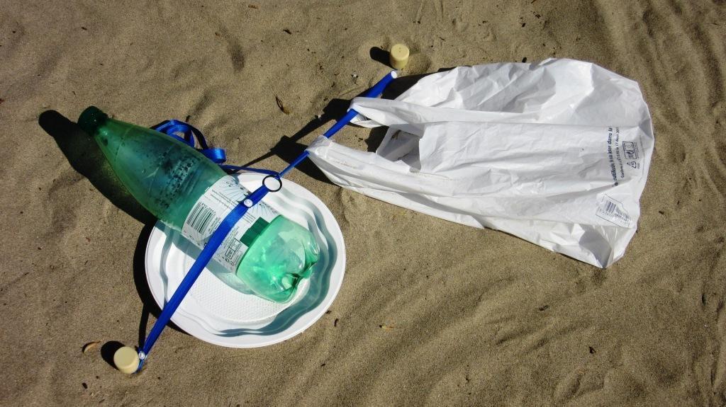 stopenvol attache vos déchets de plage au sol