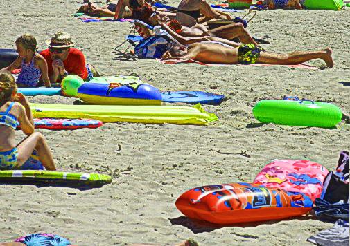 des gonflables qui peuvent s'envoler à la plage